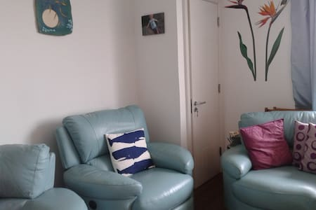 Bright double bedroom in top floor apartment. - Lucan - Apartment