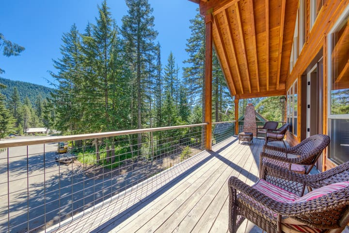 NEW LISTING! Mt. Hood home w/ private hot tub & great Government Camp location!