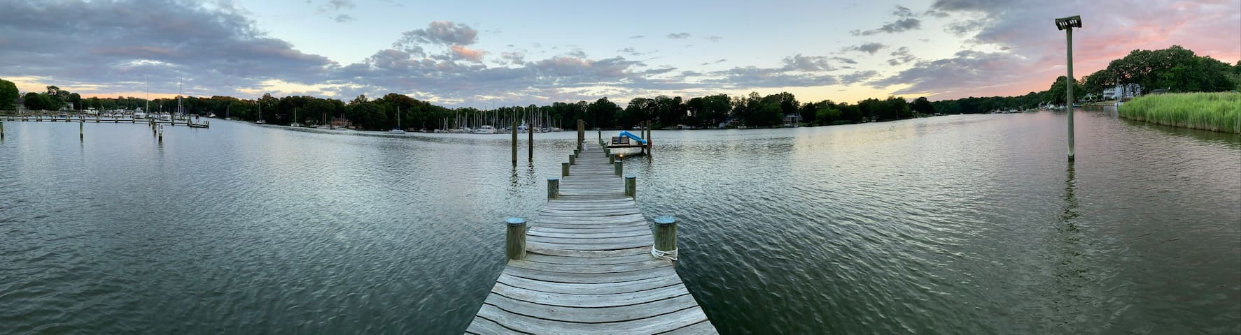 Waterfront Retreat 3br, 3ba with Private Pier