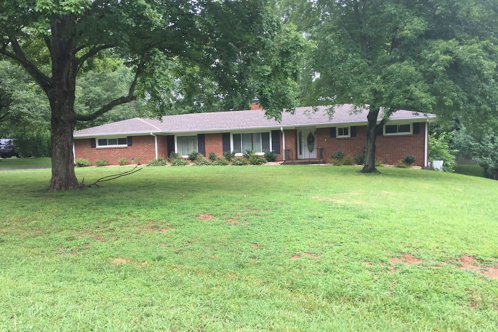 Ranch Style Home in the center of Clarksville!