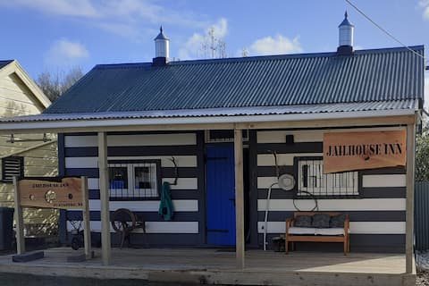 JAILHOUSE INN - In the heart of the township