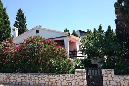 House with big terrace and nice view - Mandre