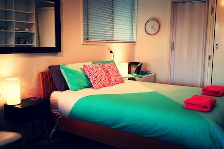 Private 1 bed/ensuite detached studio room - Lyneham - 其它