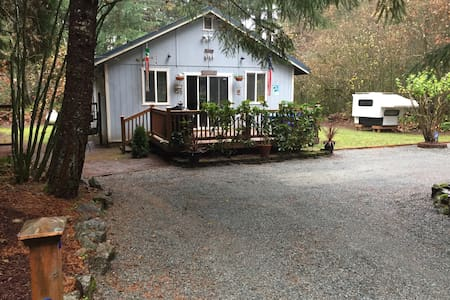 Cozy Cabin W/ WiFi & HBO. - Packwood - Hytte