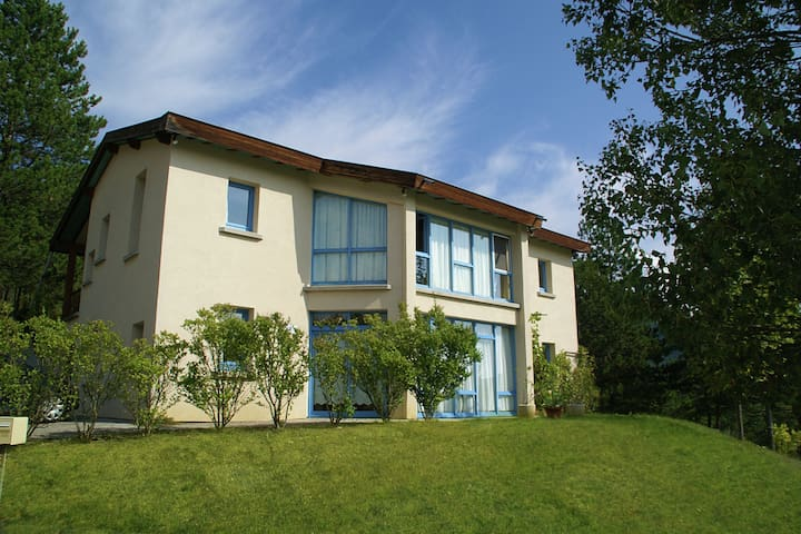 Preciosa casa de vacaciones en Marignac-en-Diois con piscina
