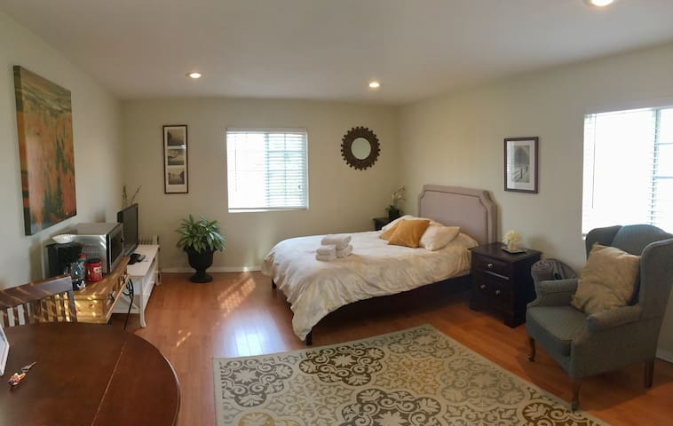 Beautiful Master Studio Suite! - Port Hueneme - Hus