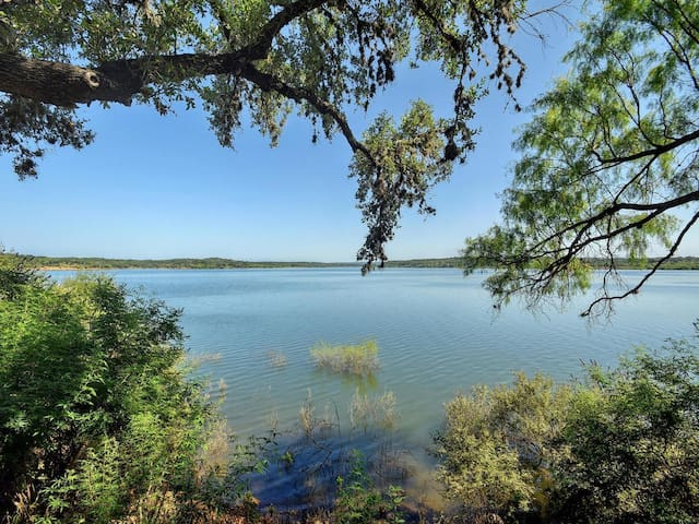2BR/2BA Serene Hill Country Home on Lake Travis - Spicewood - House