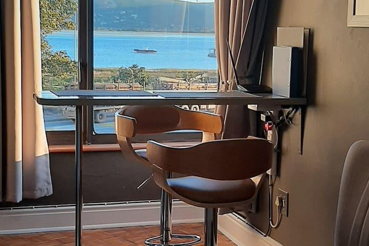 Luxury studio, lagoon views
