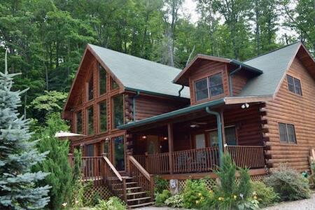 Eagle's Nest Hideaway Cabin w/ view - Blockhütte