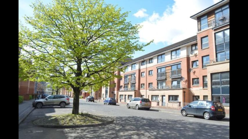 Cosy flat close to city center & private parking - Glasgow - Lägenhet