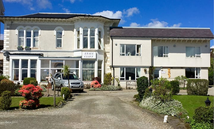 Firthview House, Dunoon - sleeps up to 13