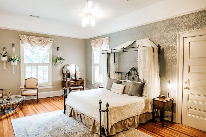 Garden Suite - Heritage House