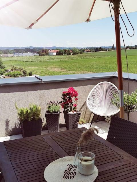 Schöne, ruhige Rooftop Wohnung mit 40m2 Dachterrasse