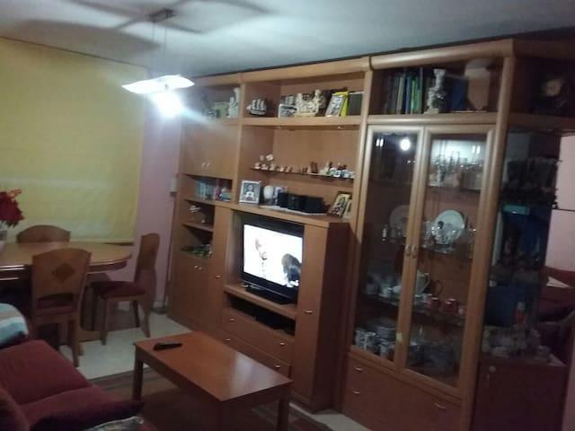 2 dormitorios, cocina baño y salón para compartir - Zaragoza - Apartment