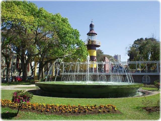 Curitiba, Praça Espanha