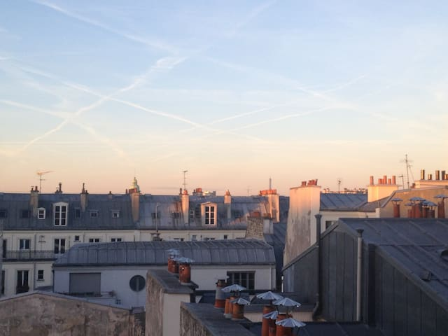 Central Paris. Calm & Luminous studio view balcony