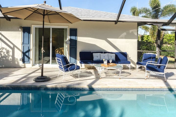 Naples Park Pool Home-Beach Chic Cottage-West of 41 - only minutes to Gulf, dining, & shopping!