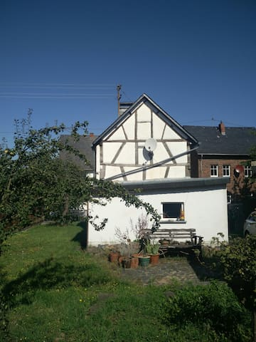 Häuschen im Hunsrück (Rhein, Mosel, Flughfn Hahn)