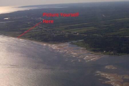 Nicholas  Beach Ocean Front Chalet - Beaubassin-est - Kabin