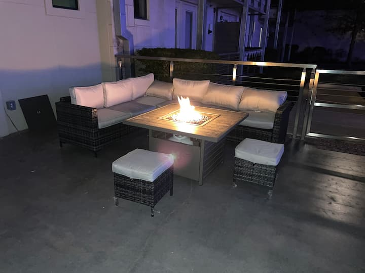 RELAXING ADDISON CONDO W/ FIREPIT & TRAIL ACCESS