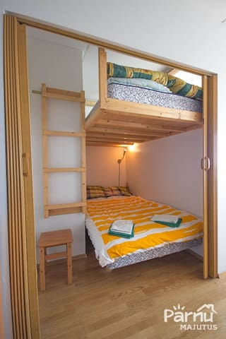 Sleeping area with bunk bed with space for 4 people