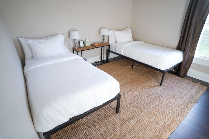 Modern Suite ★ 50% OFF Monthly Stay ★ STERILIZED!