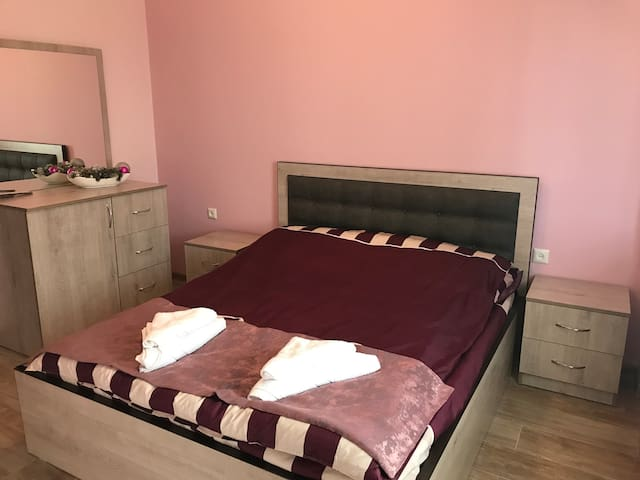 Private room in a Villa 2 ( WIFI,garden,parking)