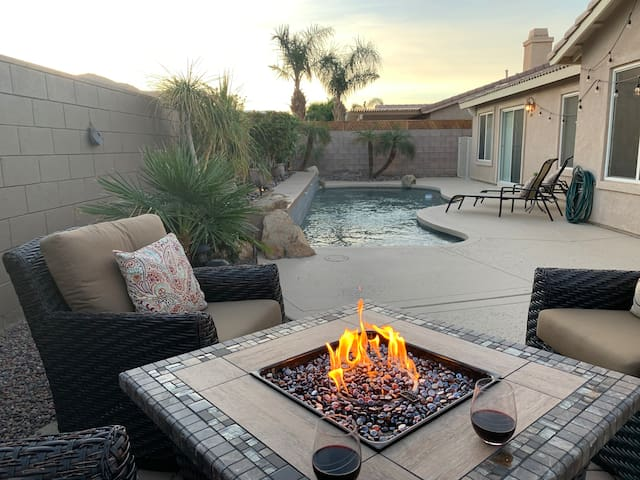 Upscale Home w/JBL sound system, pool & view