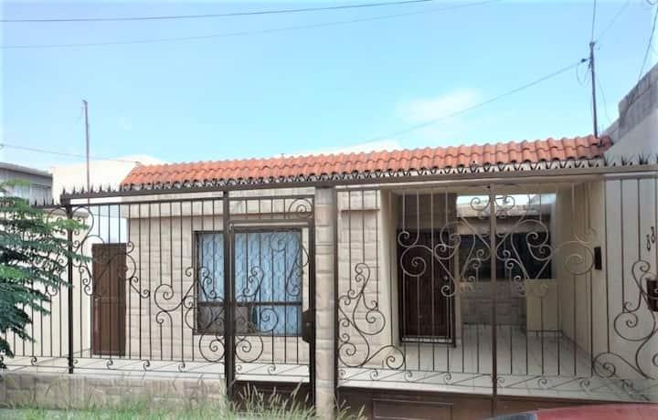Acogedora casa familiar en Nejapa