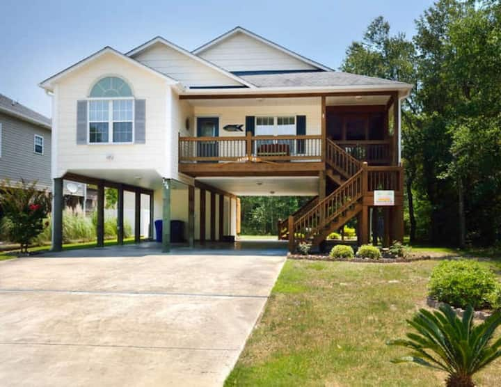 Catch 22-Beautiful, 3 Bdrm-2 Bath Home with Everything you need to Make Happy Memories!!!