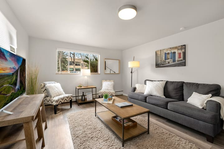 "Looking for a downtown getaway close to all that Old Town Fort Collins has to offer? Look no further! Enjoy our hip and trendy condo with views of Library Park, 50"" flat-screen TV, and a sofa bed w/Tempurpedic mattress."