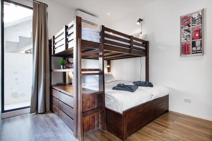 Bedroom with Queensize Bunkbed
