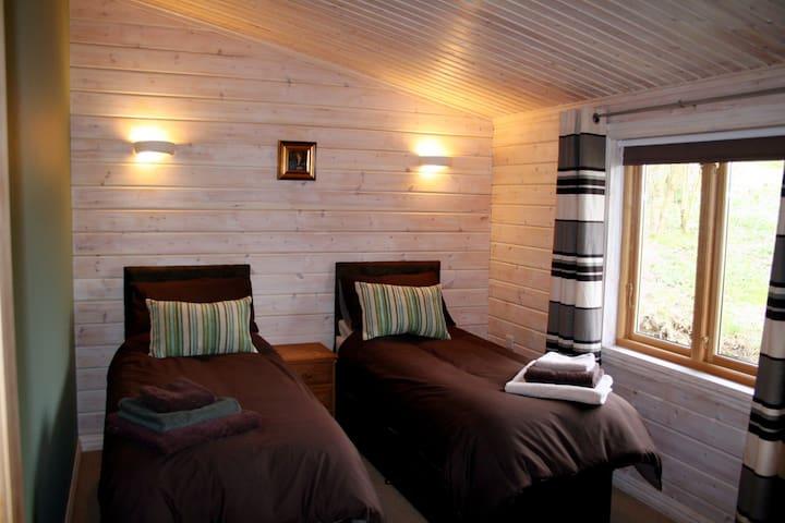 Bedroom 2 Zip Link