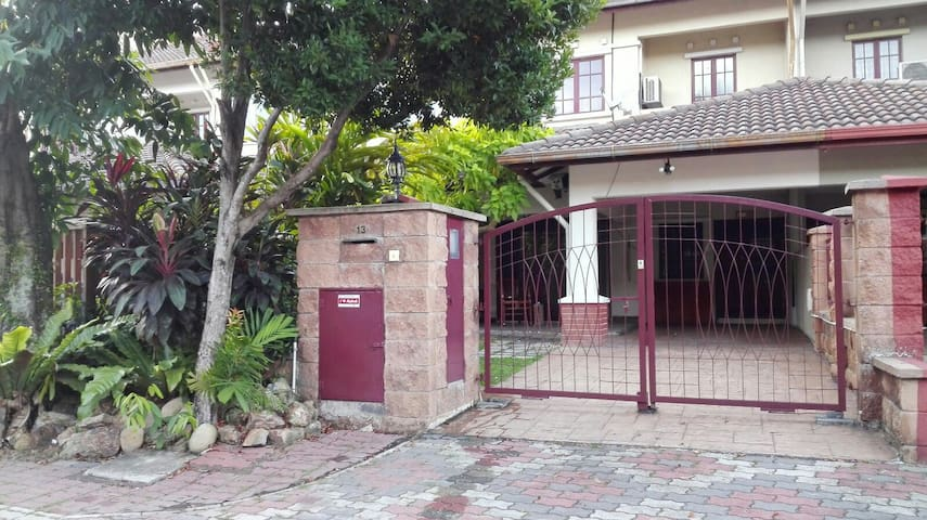 4 bedroom Holiday Home in Shah Alam - Shah Alam - House