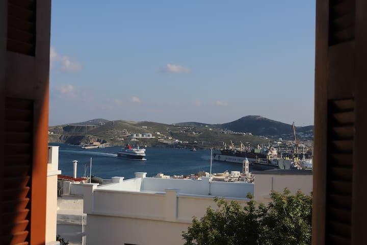 SWEET HOME!Άνεση-Ηρεμία-Υπέροχη θέα λιμανιού Σύρου