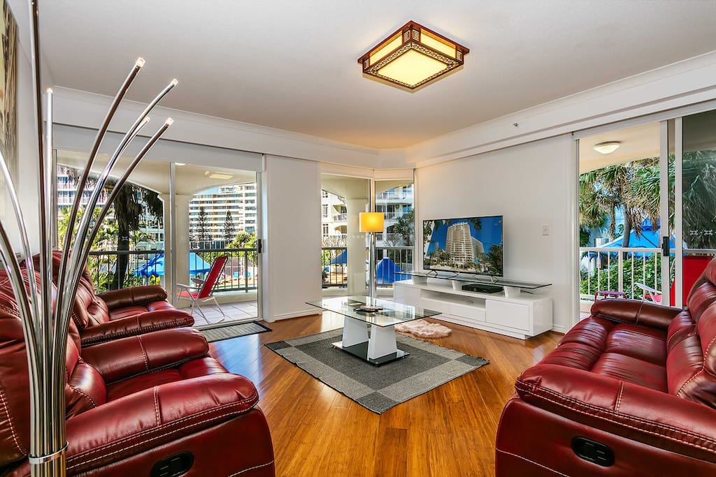 3 Bedroom Upscale Apartment In Surfers Paradise