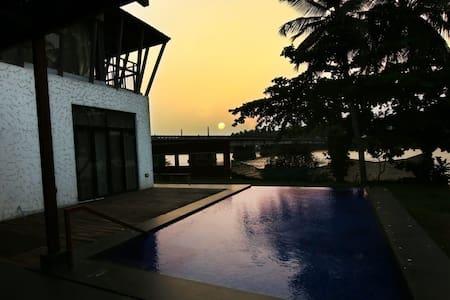 Miraya home -Villa by the river