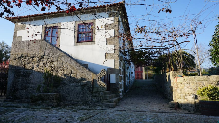 "Rooms of ""Adega""-Charming Country House(4 persons) - Balugães"