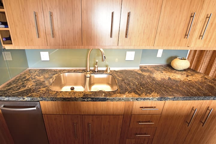 Kitchen sink includes plenty of counterspace on granite countertops