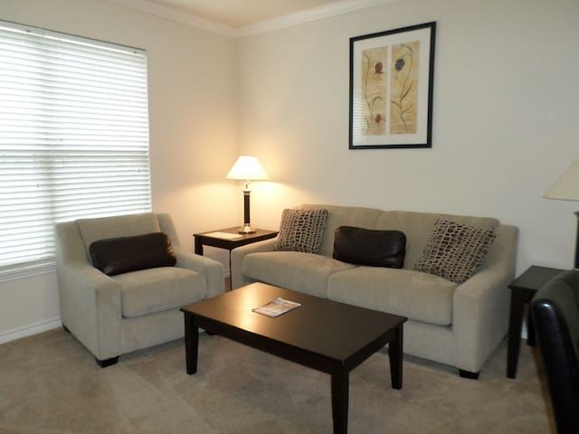 Comfortable apartment in Oakley/Hyde Park area