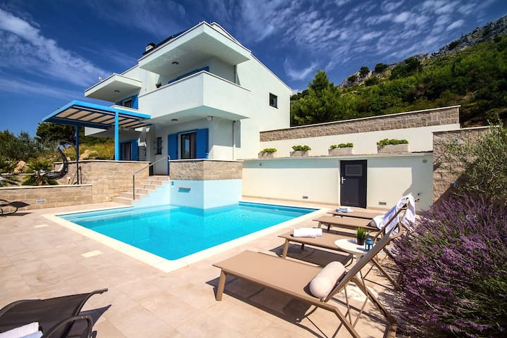 Villa Allegra with 32msq heated pool, 300m far from sandy beaches, open sea view