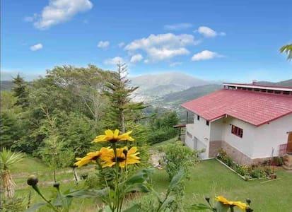 Mirador  Villas Quetzales.