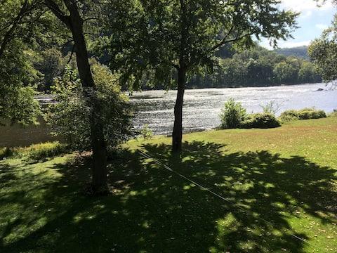 Mooie 2 BR Bungalow direct aan de rivier Delaware