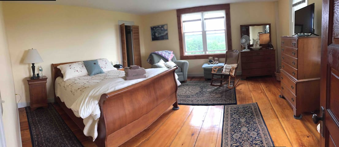 Mountain View: 1 Bedroom, Private Bath & Entrance