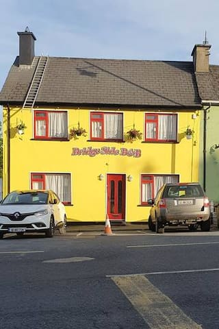 B&B  in village close to shannon M18, HGV parking.