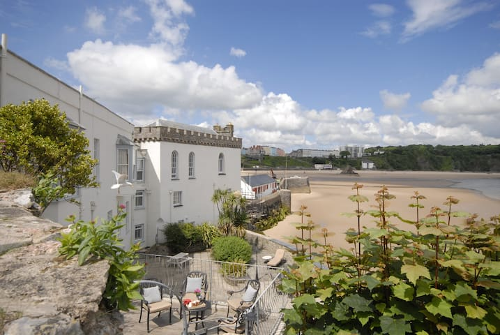 Beach front Apartment, Tenby
