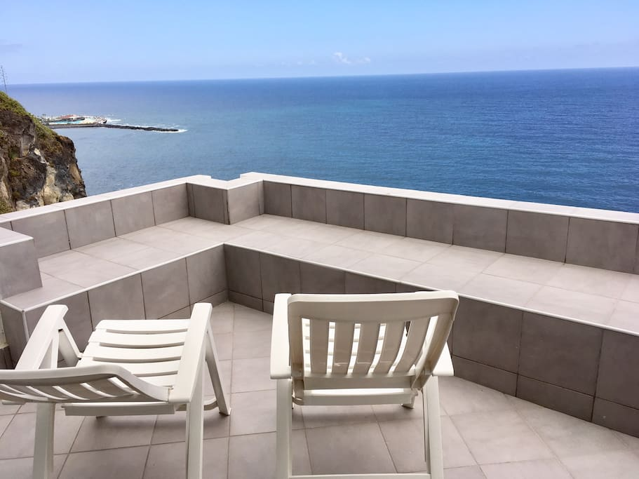 Your terrasse overlooking the ocean and Puerto de la Cruz