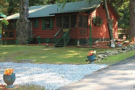 Cabin in lake community - Smallwood
