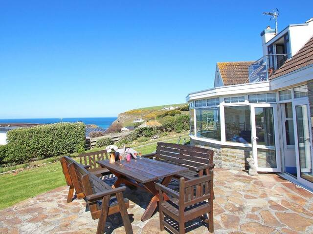 LITTLE TRELAWNS, family friendly in Mawgan Porth, Ref 960137