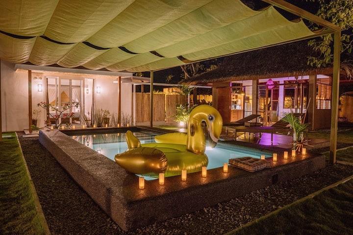 Halamanan VillaGumamela w/ private pool & garden